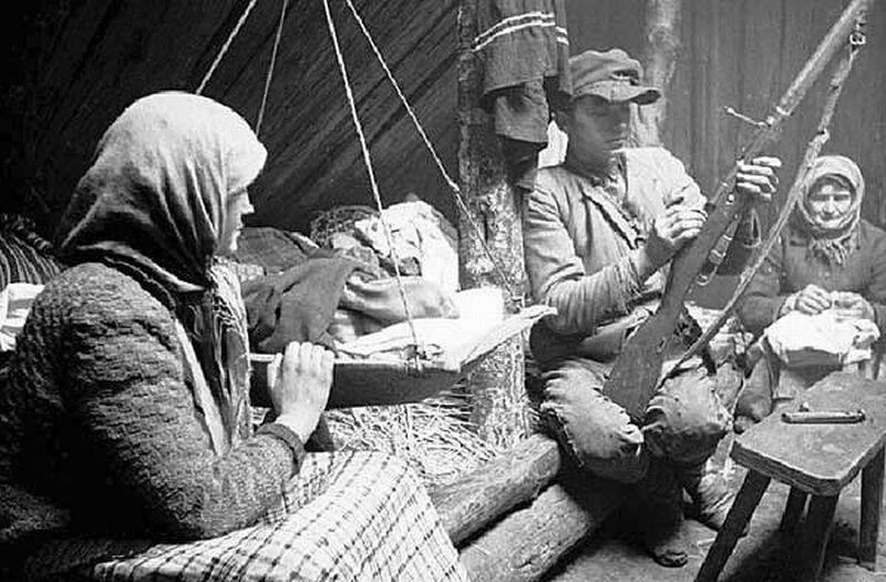 Belarusian_partisan_1944.jpg
